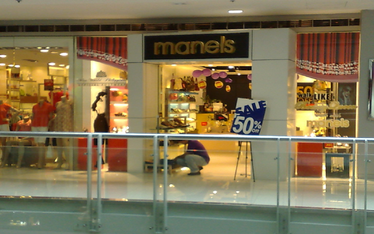 History. The company that operates the malls was started by Henry Sy, Sr. in as Shoemart, with a store in Manila. In the s, Shoemart expanded its shoe store chain. By the s, Shoemart was a full-line department store, shifting its name from Shoemart to SM.. In the s, the company diversified and ventured into the supermarket and home appliance store business.